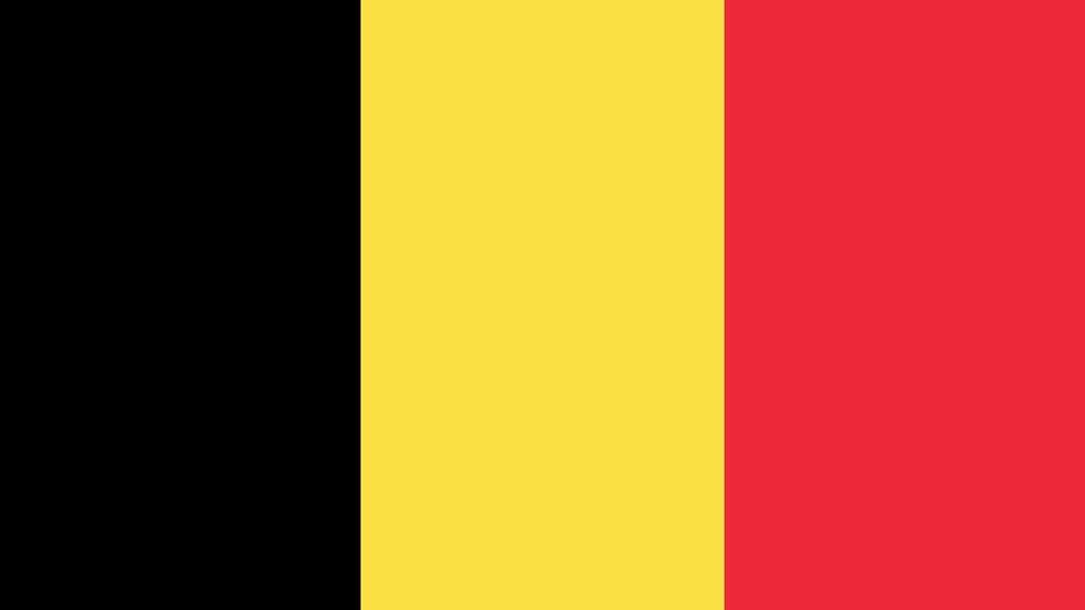 Dyma'r faner cyntaf. // The first flag.