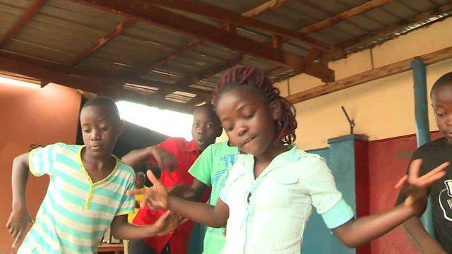 Children from Ghetto Kids in rehearsal