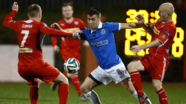 Action from Linfield v Cliftonvilel at Solitude