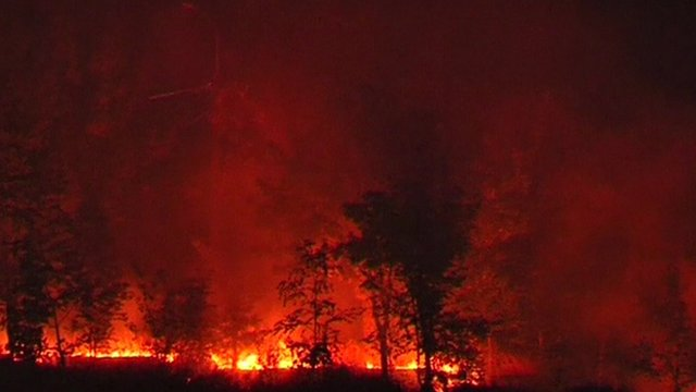 Night pictures of fire in the area east of Mariupol