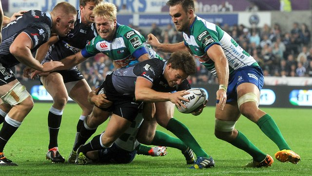 Jeff Hassler stretches out to score for Ospreys v Treviso