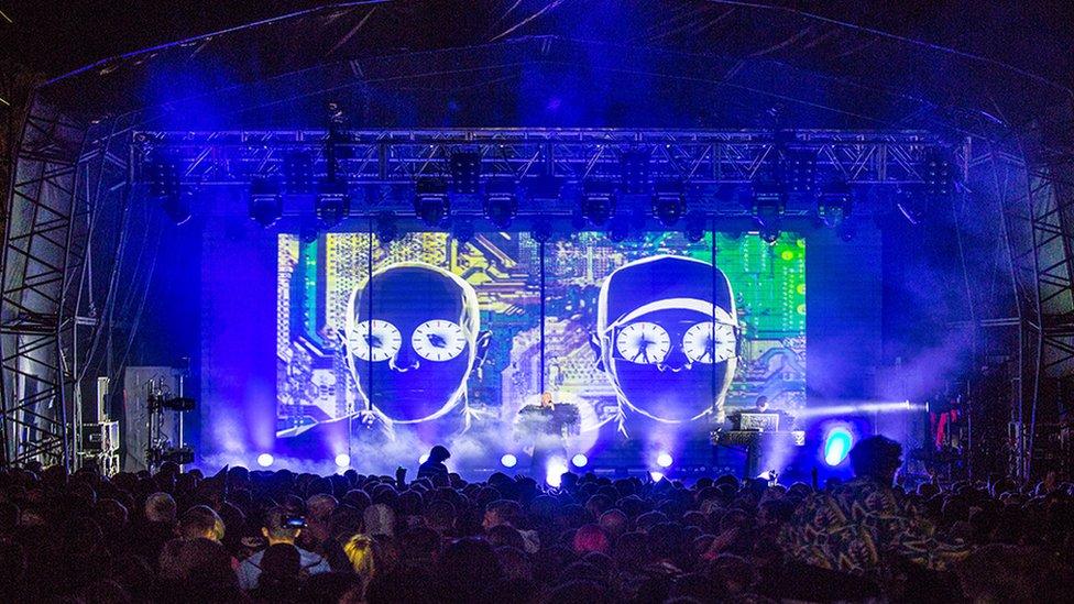 Pet Shop Boys, y prif atyniad eleni yng Ngŵyl Rhif 6 // Pet Shop Boys, the main attraction at this year's festival No.6