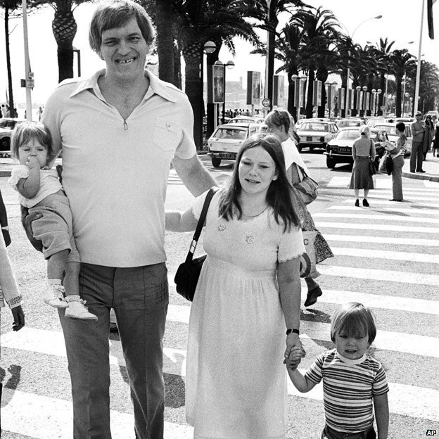 Richard Kiel, with his wife Diane and children Richard and Jennifer