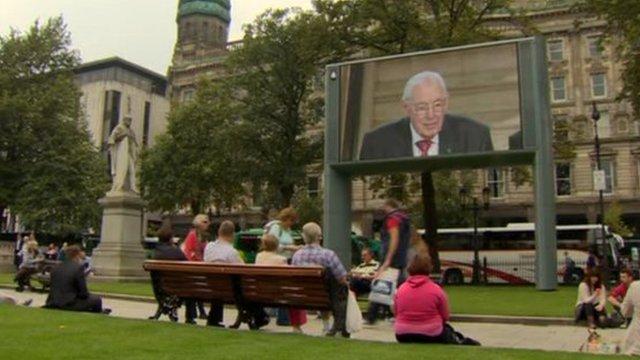 Ian Paisley on screen at City Hall
