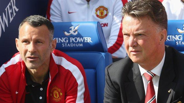 Manchester United's Ryan Giggs and Louis van Gaal