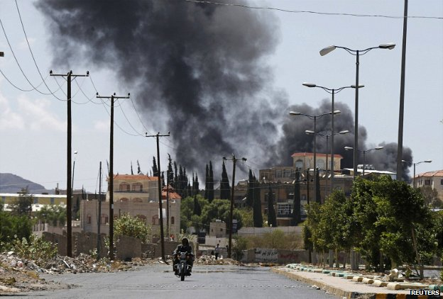 "Smoke rises from an area where Shi""ite Houthi rebels are fighting against government forces in Sanaa - 21 September 2014"