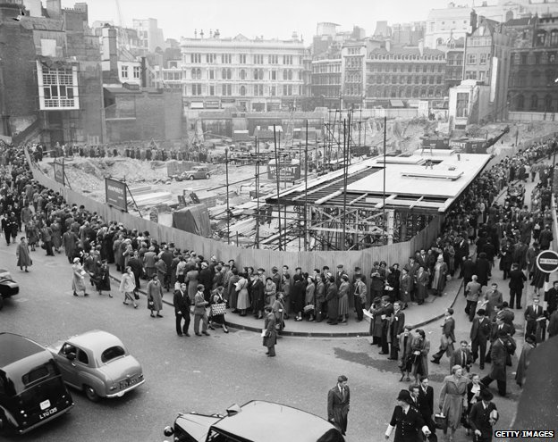 Queues to see temple of Mithras, 1954