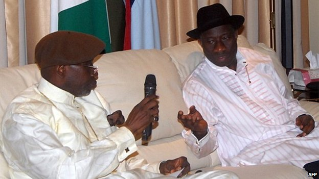 President of Christians Association of Nigeria Pastor Ayo Oritsejafor (L) speaks with Nigerian President Goodluck Jonathan during a meeting in the State House in Abuja on 28 December 2011