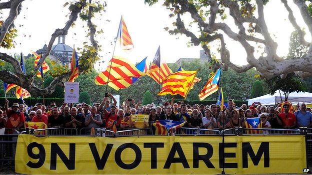 Supporters of independence wave flags in Catalonia (19 Sept 2014)