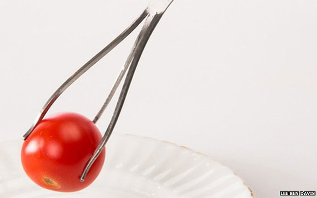 A device for eating cherry tomatoes