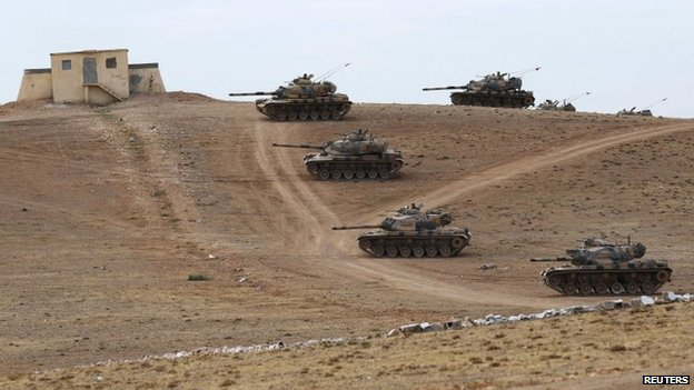 Turkish tanks deployed near the Syrian border town of Kobane (29 September 2014)