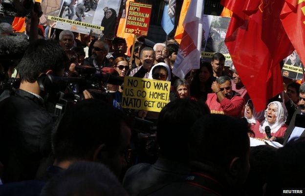 Demonstrators outside parliament in Ankara (2 Oct)