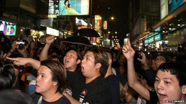 People shout at protesters in Mong Kok - 3 October