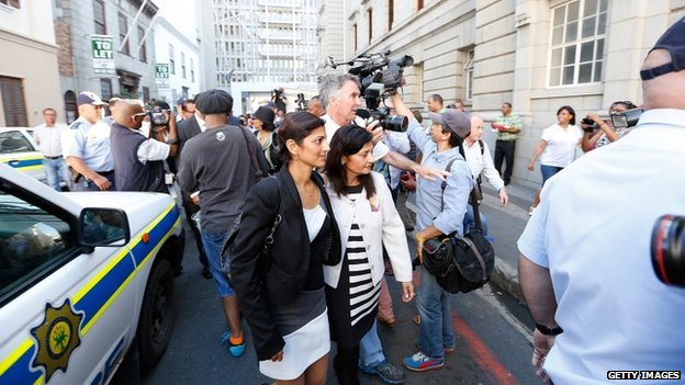 Anni Dewani's sister Ami Denborg (l) and mother Nilam Hindocha (r) arrive at court