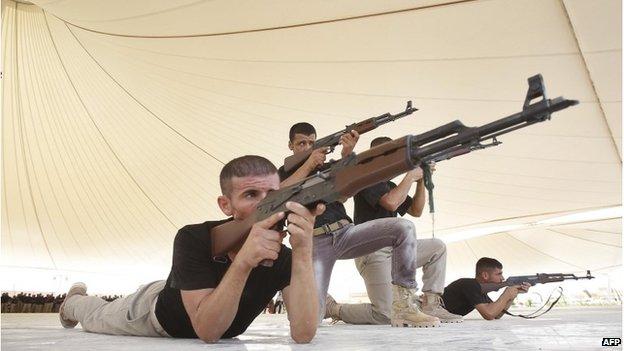 Shia volunteers training in Karbala