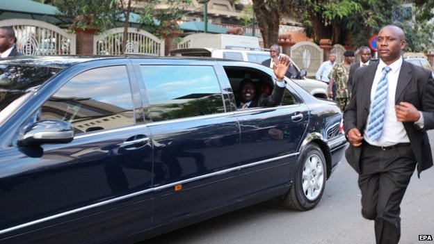 William Ruto waves to the public after being handed over the presidential powers by President Uhuru Kenyatta on Monday (6 October 2014)