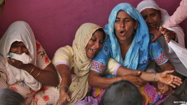 Indian villagers mourn the death of their relative whom locals say was killed by firing from the Pakistan side of the border at Arnia village, near Jammu October 6, 2014