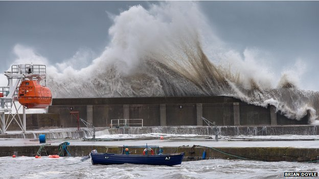 Massive wave in Stonehaven