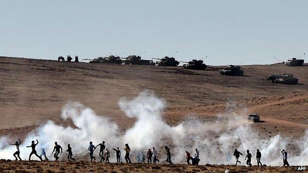 Kurds throw stones at the Turkish military, 7 Oct