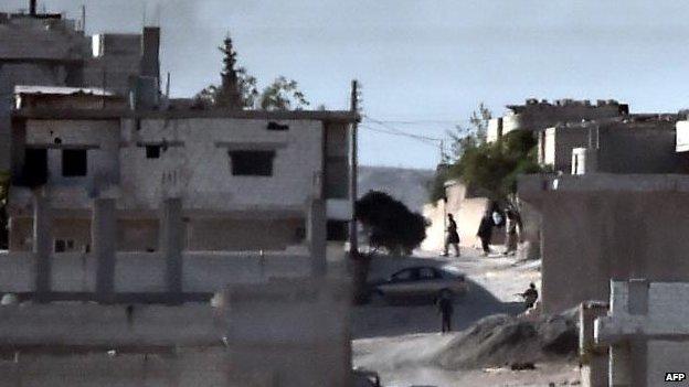 Armed men, believed to be IS, in Kobane, 8 Oct
