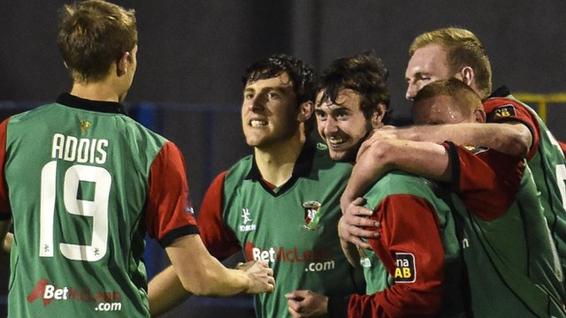 Glentoran enjoyed a 5-1 win over Glenavon in the League Cup third round