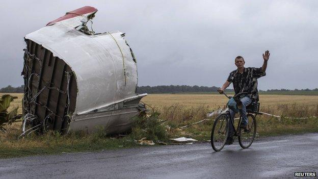 Wreckage of MH17 plane near Grabove