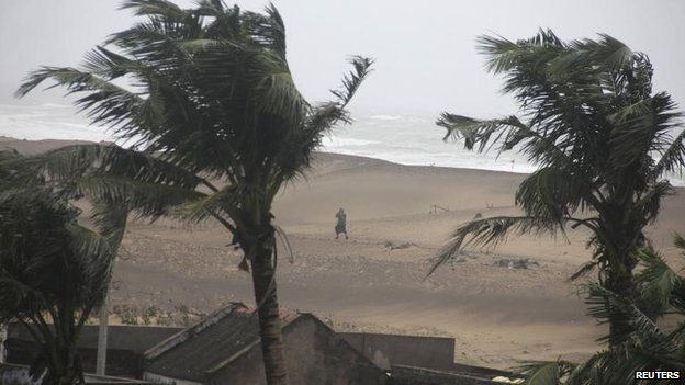 The effects of the strong winds are felt on a beach in Gopalpur in Orissa, 12 Oct