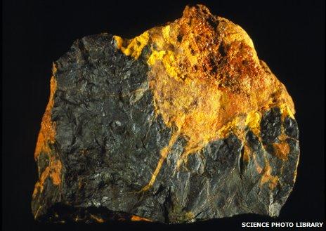 Uraninite (pitchblende) and gummite