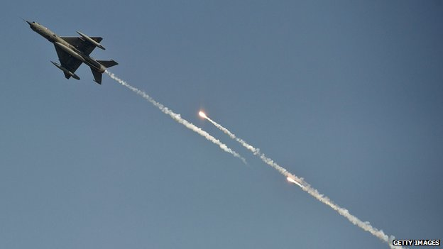 An Indian Air Force MiG-21 aircraft fires flares on the outskirts of Delhi on 8 October 8, 2012
