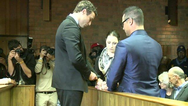 Pistorius siblings hold hands in court