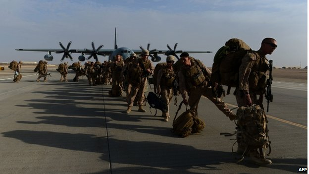 Soldiers lining up to board a military aircraft
