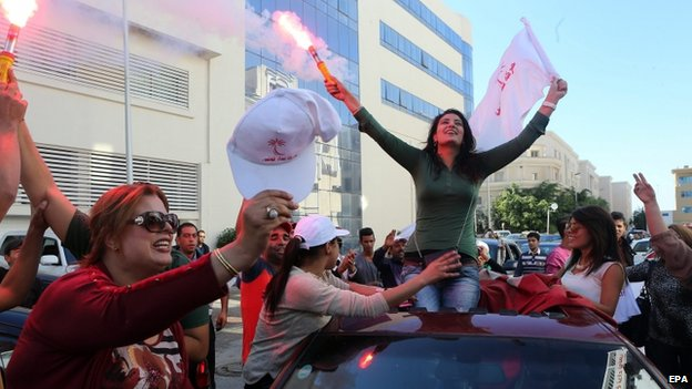 """Supporters of Beji Caid Essebsi, head of the Tunisian movement """"Nidaa Tounes"""" celebrate after early indications showed the secularist movement in first place in the legislative election in Tunis"""