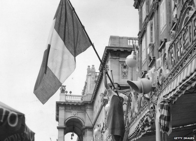 Italian flag hoisted in 1954