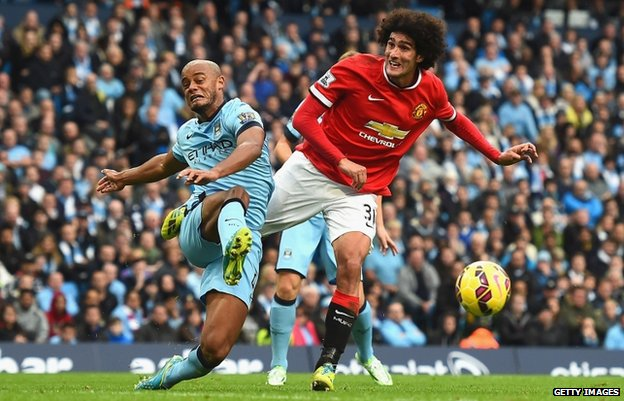 Belgian players and Manchester rivals Vincent Kompany (L) and Marouane Fellaini (2 Nov 2014)