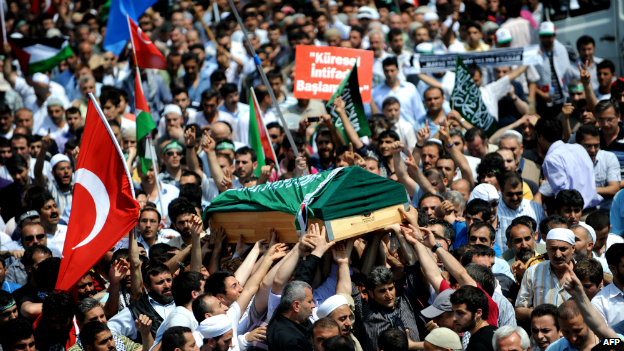 The coffin of Cevdet Kiliclar, who was killed by the Israeli army, is carried during a funeral service in Istanbul - 4 June 2010