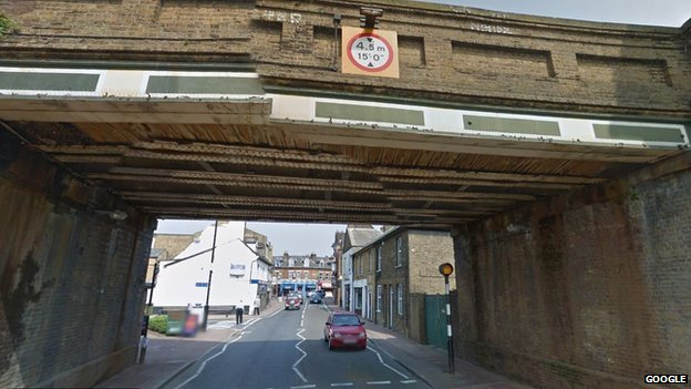Bexley village railway bridge