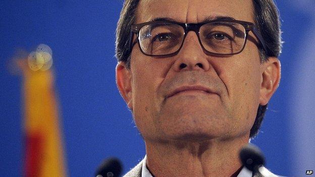 Catalonia's regional president Artur Mas attends a news conference. 9 Nov 2014