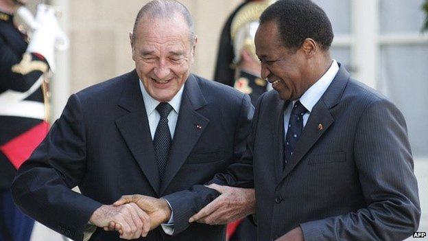 Burkina Faso's Blaise Compaore (R) is welcomed by Jacques Chirac at the presidential Elysee Palace in Paris on 2 June 2006