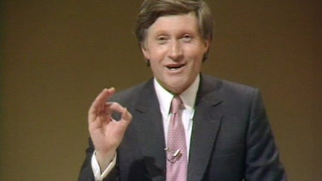 David Dimbleby demonstrates the number of votes required to get the lowest ever recorded