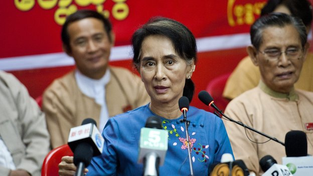 Myanmar's pro-democracy leader Aung San Suu Kyi talks to the media during a press meeting at the head office of National League for Democracy party in Yangon on November 5, 2014
