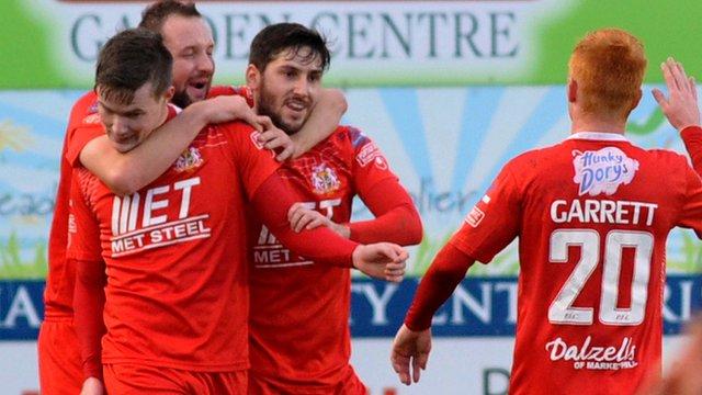 Portadown players celebrate victory over Glenavon