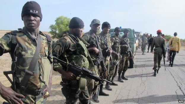Cameroonian soldiers deploying as part of a reinforcement of its military forces against Nigerian Islamist group Boko Haram (17 June 2014)