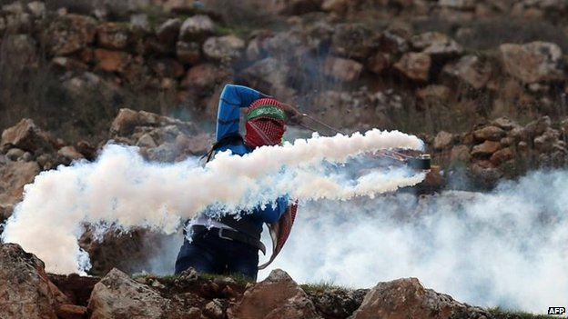 Clashes continued between Palestinians and Israeli police near Ramallah in the West Bank, 18 Nov