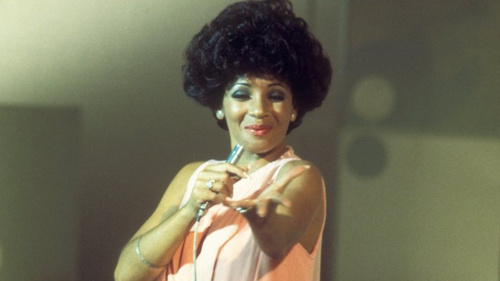 Shirley Bassey: 'sdim angen dweud mwy!