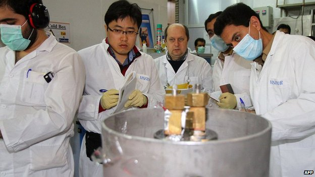 International Atomic Energy Agency (IAEA) inspectors and Iranian technicians at the nuclear power plant of Natanz, 20 January 2014 as