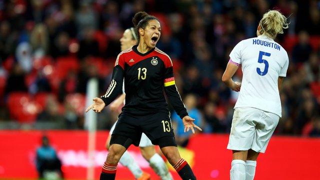 Highlights: England 0-3 Germany