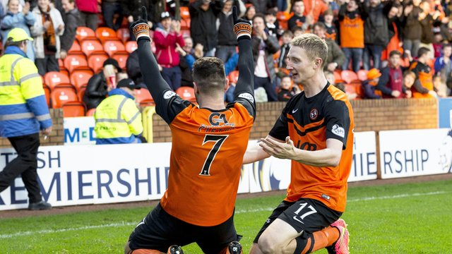 Nadir Ciftci takes the acclaim of the Dundee United fans