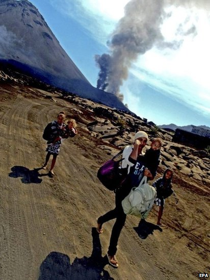 Residents leave area of Pico do Fogo volcano