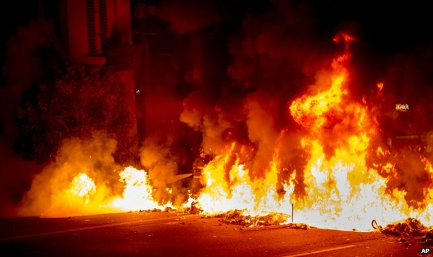 Fire on a street in Oakland, 25 November