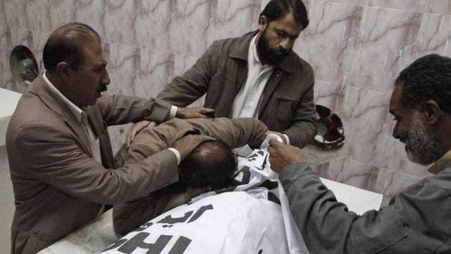 Relatives mourn a deceased polio worker